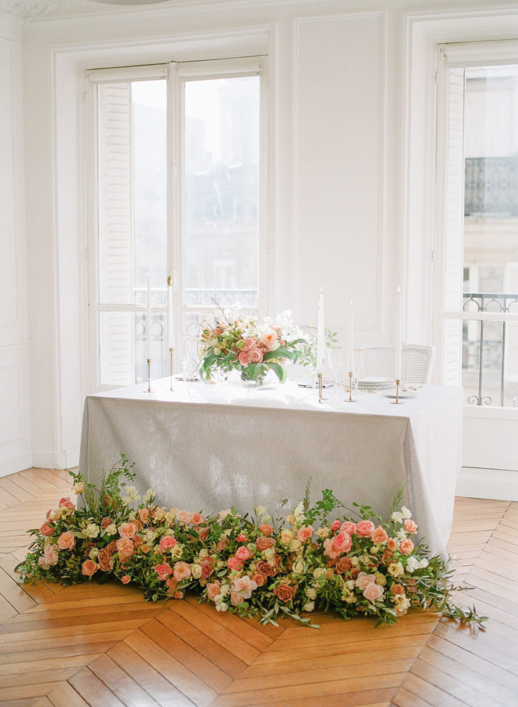 Parisian elopement wedding in Paris by Harriette Earnshaw Photography with Wanderlust Wedding and Lily Paloma